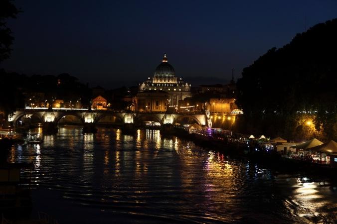 Tevere Nehrin'den San Pietro Bazilikası - Fotoğraf KorkutGökhan