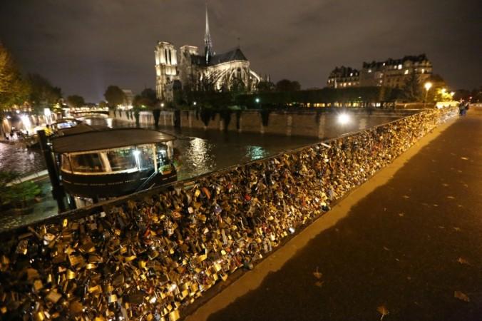 Pont des Arts ve Notre Dame - Fotoğraf KorkutGökhan