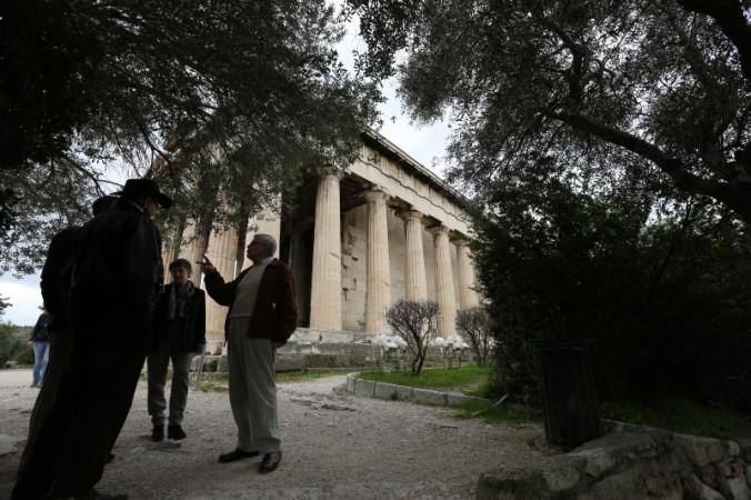 Zeytin ağaçları gölgesinde sohbet (Hephaistos Tapınağı) - Fotoğraf KorkutGökhan